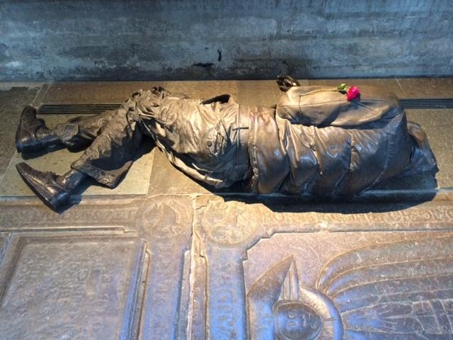 Staty på uteliggare i Linköpings domkyrka