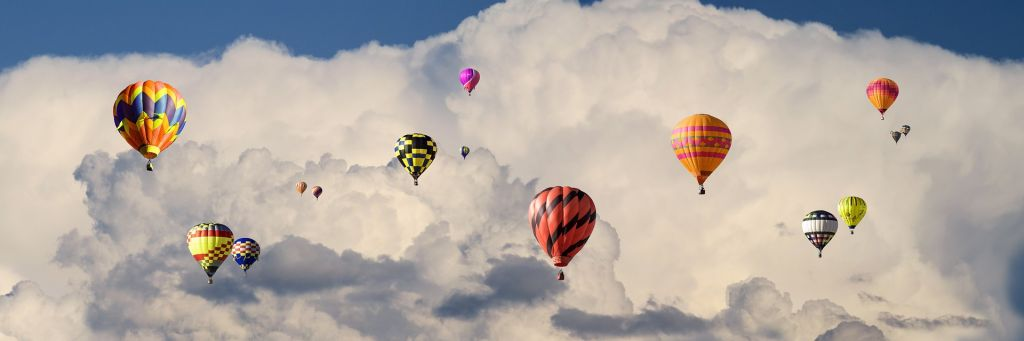 Varmluftsballonger moln.